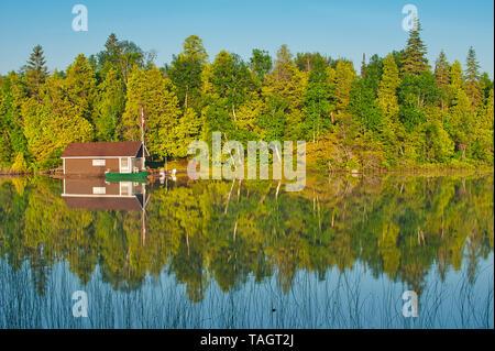 Cottage on Snake Island Lake (Cassels Lake) Temagami Ontario Canada - Stock Image