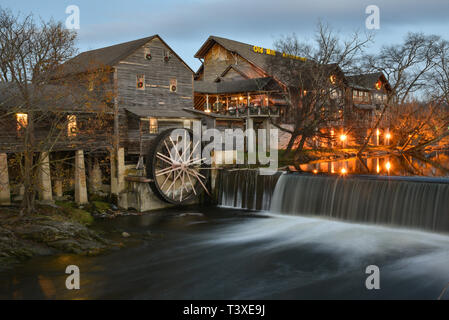Old Mill Restaurant with giant water wheel, waterfalls and flowing Pigeon River, in Pigeon Forge, Tennessee, USA. Just outside Great Smoky Mountains. - Stock Image
