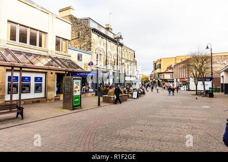 Harrogate town centre Yorkshire UK England, Harrogate Town Centre Yorkshire UK England, Harrogate Town Centre, Harrogate shops, Harrogate shopping, UK - Stock Image