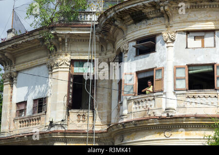 Cuba, Havana. Woman in window. Credit as: Wendy Kaveney / Jaynes Gallery / DanitaDelimont.com - Stock Image
