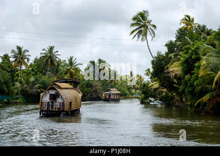 Houseboats navigating the Alappuzha (or Alleppey) backwaters, Kerala State, India. - Stock Image