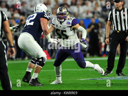 Glendale, AZ, USA. 30th Dec, 2017. Myles Bryant #55 of Washington during the Playstation Fiesta Bowl college NCAA - Stock Image