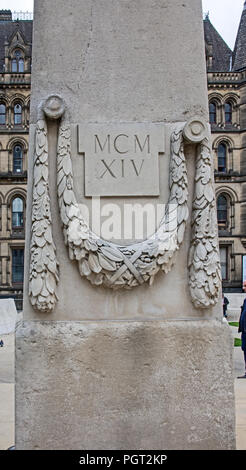 Detail of one of the obelisks flanking central cenotaph of Manchester England war memorial showing garland of leaves and inscription MCMXIV - Stock Image