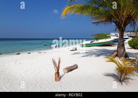 Maldives beach - a view of the beach on Ukulhas Island, Alif Alif atoll, the Maldives, Asia - Stock Image
