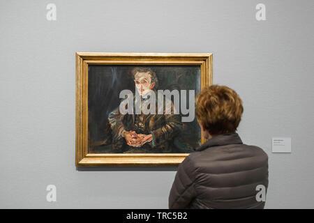 Kokoschka Vienna, rear view of a woman looking at Portrait Of Adolf Loos by Oskar Kokoschka in the Leopold Museum, Vienna, Austria. - Stock Image
