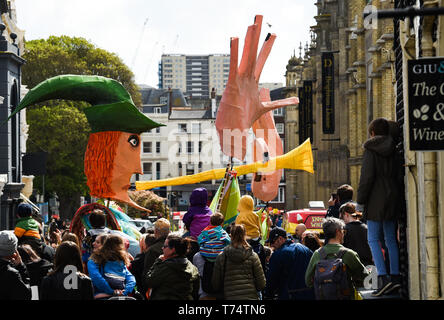 Brighton UK 4th May 2019 - A tableau depicting the Pied Piper of Hamelin amongst the thousands of schoolchildren , teachers and parents taking part in the annual Brighton Festival Children's Parade through the city which has the theme 'Folk Tales from Around the World' . Organised by the Same Sky arts group the parade traditionally kicks off the 3 week arts festival with this years guest director being the singer songwriter Rokia Traore . Credit : Simon Dack / Alamy Live News - Stock Image