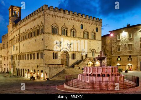 Palazzo dei Priori and the Fontana Maggiore in the foreground, Perugia Italy - Stock Image