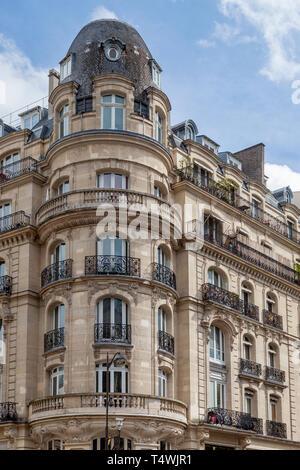 Classic French Architecture along Rue du Faubourg-Saint Antoine near Bastille, 12th Arrondissemont, Paris, France - Stock Image
