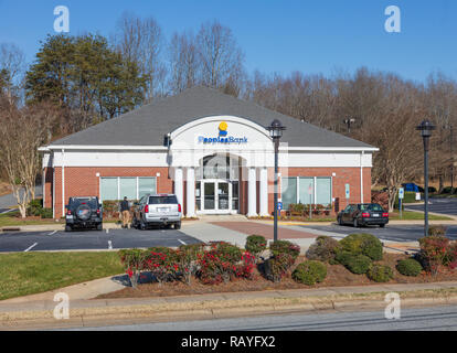 NEWTON, NC, USA-12/26/18:, A branch of People's Bank, a North Carolina bank, with locations in and near Catawba County. - Stock Image