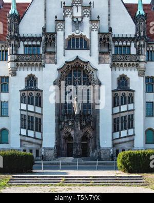 Berlin, Gesundbrunnen, District Court Wedding on the Brunnenplatz square. Listed building built in Neo-Gothic style 1901-1906. - Stock Image