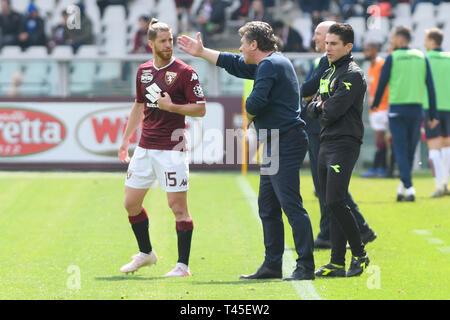 Turin, Italy. 14th Apr, 2019.  Serie A football, Torino versus Cagliari; Walter Mazzarri the coach of Torino FC gives instructions to Cristian Ansaldi of Torino FC Credit: Action Plus Sports Images/Alamy Live News - Stock Image