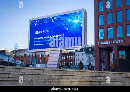 'Reading Lights', the new giant  illuminated LED billboard outside Reading Station, Berkshire, here advertising the Austin Fraser recruitment agency. - Stock Image