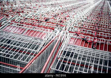 Rows of shopping cars at a store - Stock Image