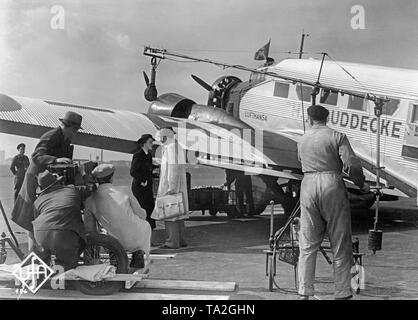 Filming of the Ufa film 'Schlussakkord' ('Final Accord') in front of a Junkers Ju 52 / 3m of the Lufthansa at Berlin Tempelhof Airport. - Stock Image