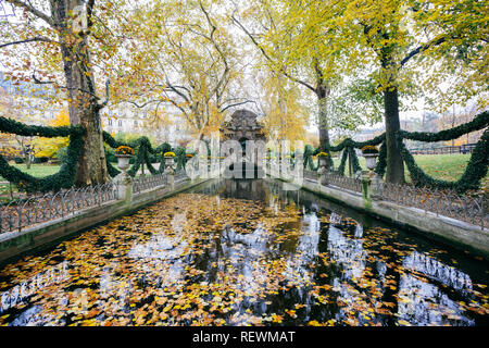Paris (France) - The Medici Fountain is a monumental fountain in the Jardin du Luxembourg - Stock Image