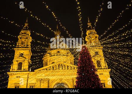 Budapest Advent, Basilica and Christmass tree at night - Stock Image