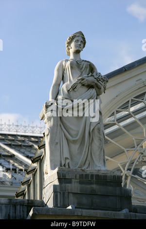 Statue Above the Entrance to the Temperate House, Royal Botanical Gardens, Kew, West London, UK.  Decimus Burton - Stock Image