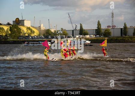 Waterski Show, Hafengeburtstag St. Pauli-Landungsbrücken - Stock Image