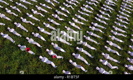 Queen Elizabeth Olympic Park, Stratford, London, UK - 11 November  2018: Shrouds of the Somme art installation which represents the 72,396 British Commonwealth servicemen killed at the Battle of the Somme who have no known grave, and whose names are engraved on the Thiepval Memorial seen in remembrance day Sunday 2018. Hundreds of people were silent for two minutes in honour of the fallen. The installation is made up of hand-sewing calico shrouds and bound over small figures by artist Rob Heard. Credit: David Mbiyu /Alamy Live News - Stock Image