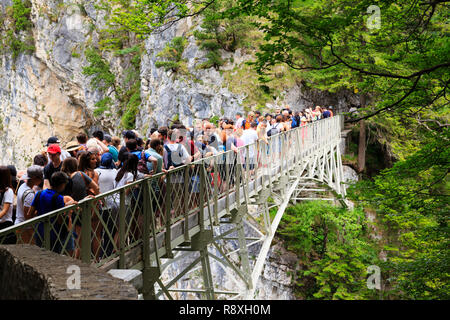 Crowds of tourists on the Marienbruke viewing area for Schloss Neuschwanstein,  Bavaria, Germany - Stock Image