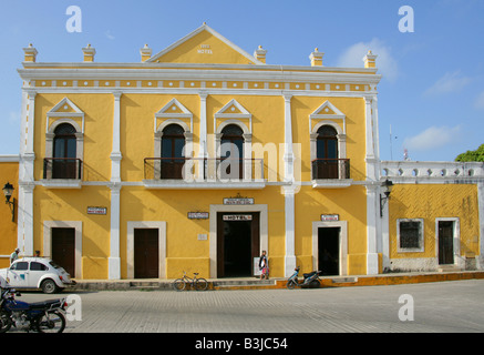 Hotel Hun Pic Toc in the Plaza de la Constitution, Izamal, Yucatan Peninsular, Mexico - Stock Image