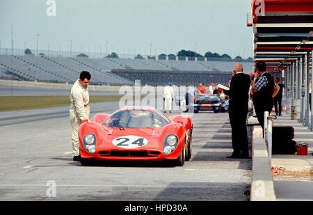 1967 Mike Parkes GB Ferrari 330P4 Pits Daytona 24 Hours 2nd - Stock Image
