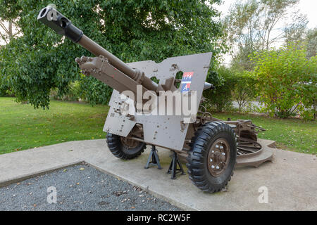 British 25 pound field gun at the Overlord Museum, Normandy - Stock Image