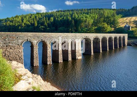 Garreg Ddu Dam with Nantgwyllt Chapel in the background Elan Valley Powys Wales UK - Stock Image