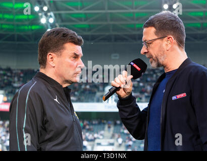 sports, football, Bundesliga, 2018/2019, Borussia Moenchengladbach vs SV Werder Bremen 1-1, Stadium Borussia Park, head coach Dieter Hecking (MG) left interviewed by Sky reporter Marcus Lindemann, DFL REGULATIONS PROHIBIT ANY USE OF PHOTOGRAPHS AS IMAGE SEQUENCES AND/OR QUASI-VIDEO - Stock Image