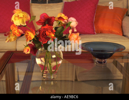 Vase of roses in modern Vermont living room - Stock Image