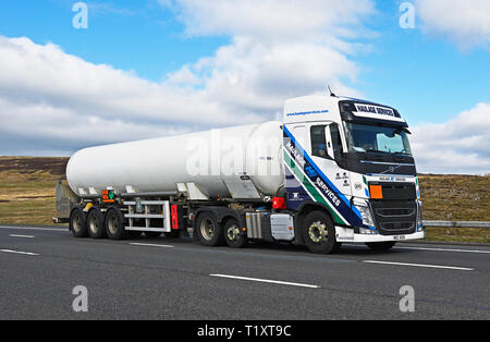 Haulage Services Tanker. M6 Motorway, Southbound, Shap, Cumbria, England, United Kingdom, Europe. - Stock Image