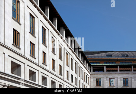 Contemporary architecture in Londons Covent Garden on a sunny day - Stock Image