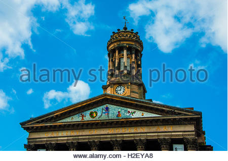 Glasgow, Scotland, UK. 27th September, 2016. UK Weather 27th September 2016. Sunshine and blue skies over The Gallery - Stock Image
