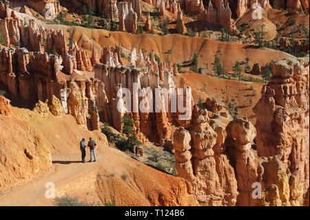 Two hikers on  a trail, Bryce Canyon National Park, Utah, USA. - Stock Image