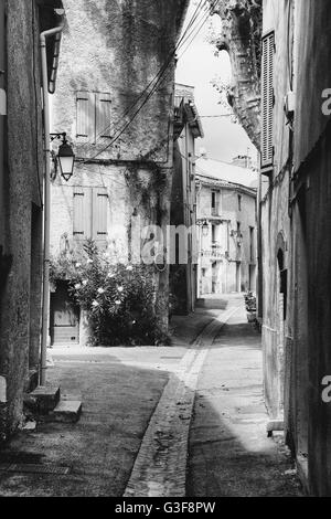 Narrow street in a little village in the south of France - Stock Image