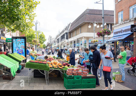 Fruit stall, The Broadway, Bexleyheath, London Borough of Bexley, Greater London, England, United Kingdom - Stock Image