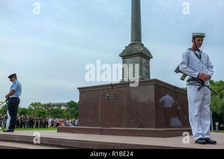 Darwin, Australia. 11th Nov, 2018. Commemoration for Remembrance Day for the centenary of the Armistice, at the Darwin Cenotaph on Bicentennial Park in Darwin, Northern Territory, Australia - 2018.11.11 - Photo by Regis Martin Credit: Regis Martin/Alamy Live News - Stock Image