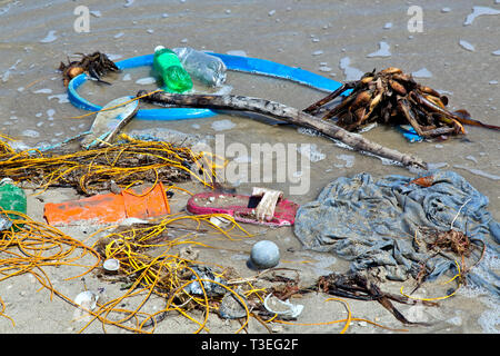 Shoreline, incoming tide depositing miscellaneous plastics, Gulf Of Mexico, Texas. - Stock Image