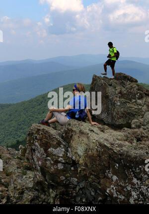 Hikers on rocks at Shenandoah National Park, Blue Ridge Mountains, Virginia - Stock Image