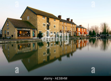 HDR picture of Stoke Bruerne & the canal Museum on the Grand Union Canal - Stock Image