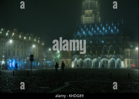 Nighttime view of the town square, town hall and belfry in Arras, France - Stock Image