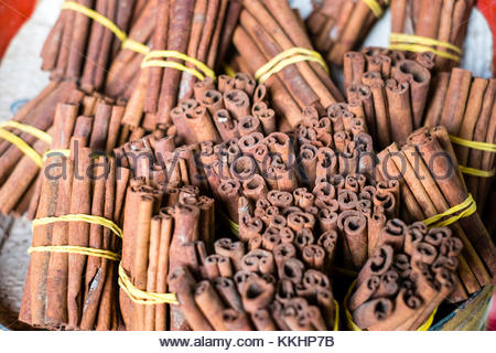 Morocco, Marrakech-Safi (Marrakesh-Tensift-El Haouz) region, Marrakesh. Bundles of cinnamon sticks for sale at spice - Stock Image