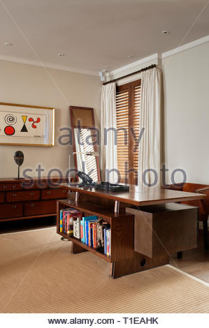 Deck with bookshelf in office - Stock Image