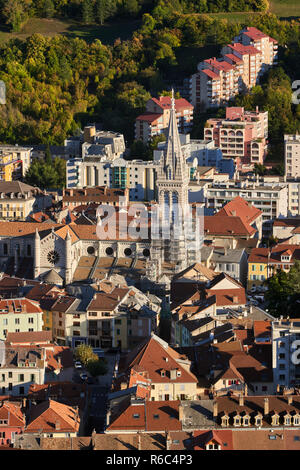 Aerial view at sunset of the rooftops of Gap and the Saint-Arnoux Cathedral. Hautes-Alpes, PACA Region, France - Stock Image