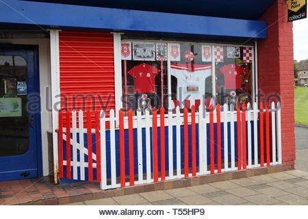 Shop decorated in support of New Cumnock's Glenafton football team in advance of the Scottish junior cup final 2014 - Stock Image