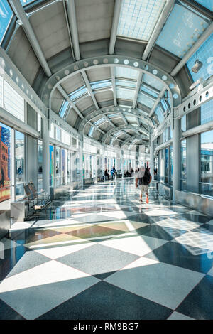 Air travelers walking through Chicago O'Hare International Airport corridor, United Airlines Terminal 1, Chicago, Illinois, USA - Stock Image
