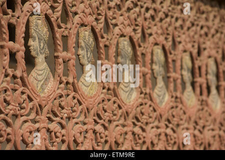 Queen Victoria, cast iron railings to an old Haveli, Shekawati Region, Rajasthan, India - Stock Image