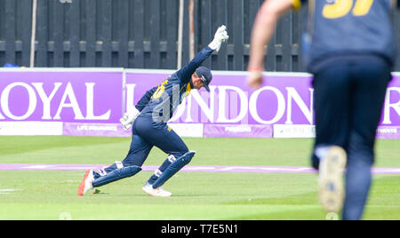 Brighton, UK. 7th May 2019 - Glamorgan wicketkeeper Chris Cooke takes a catch to dismiss George Garton of Sussex Sharks during the Royal London One-Day Cup match between Sussex Sharks and Glamorgan at the 1st Central County ground in Hove. Credit : Simon Dack / Alamy Live News - Stock Image