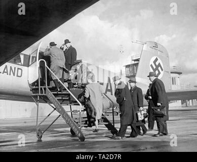 Passengers board a Lufthansa Focke-Wulf FW 200 'Condor' aircraft at the Berlin-Rangsdorf Airport. - Stock Image