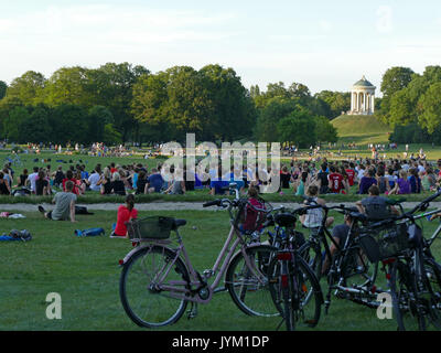 Germany Munich English Garden young people doing sport exercise training - Stock Image
